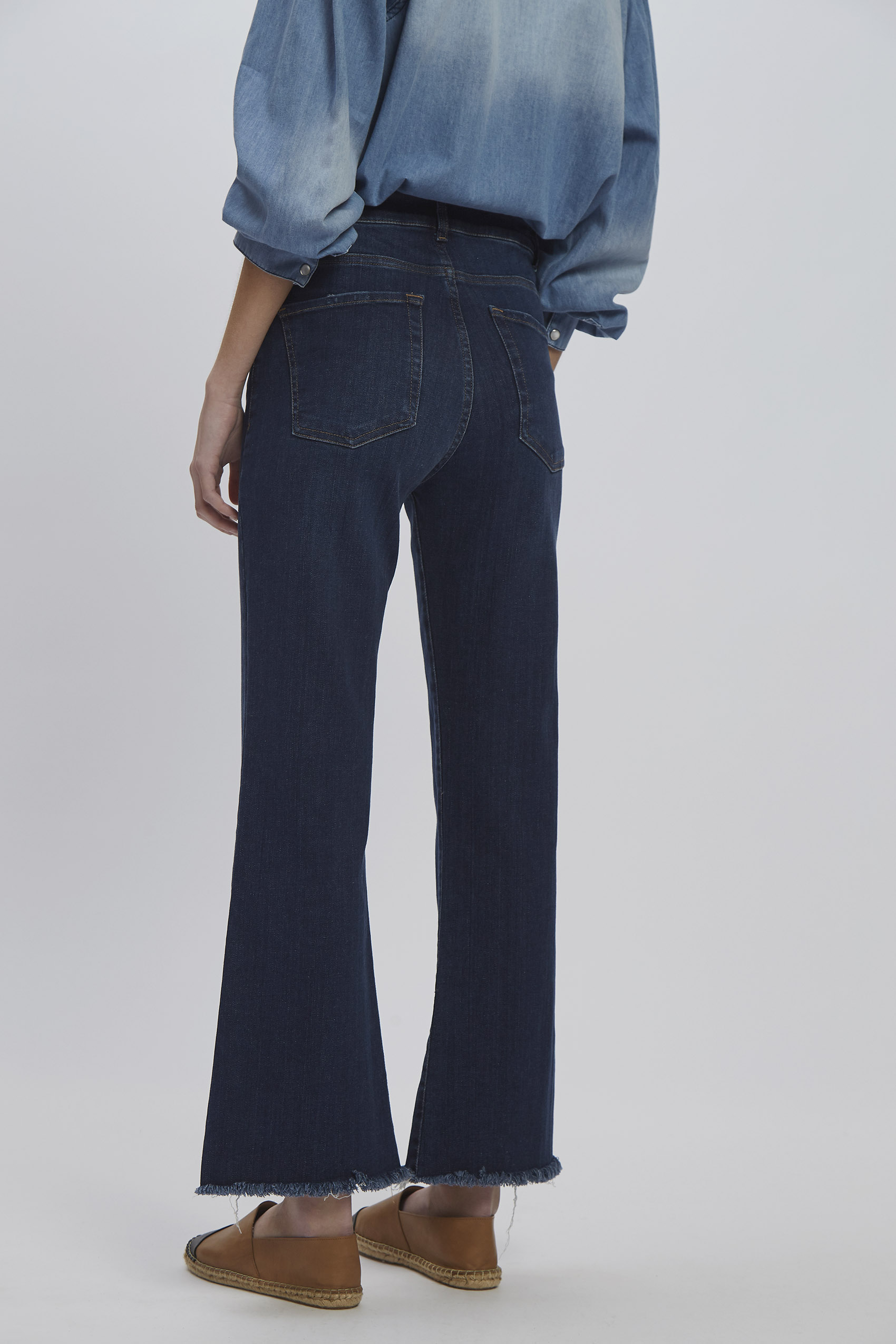 awada_oxford-cropped-jim_40-30-2020__picture-16277