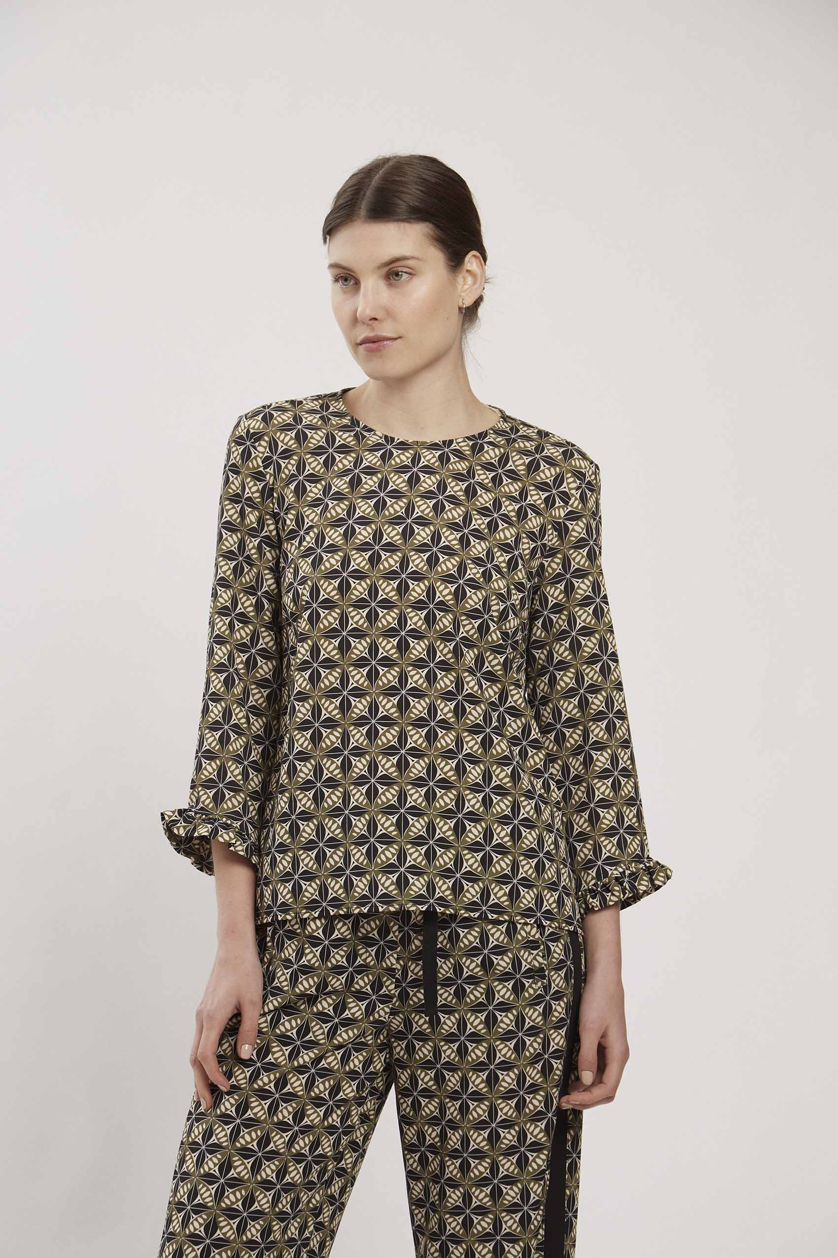 awada_blusa-aaron_43-06-2021__picture-17299