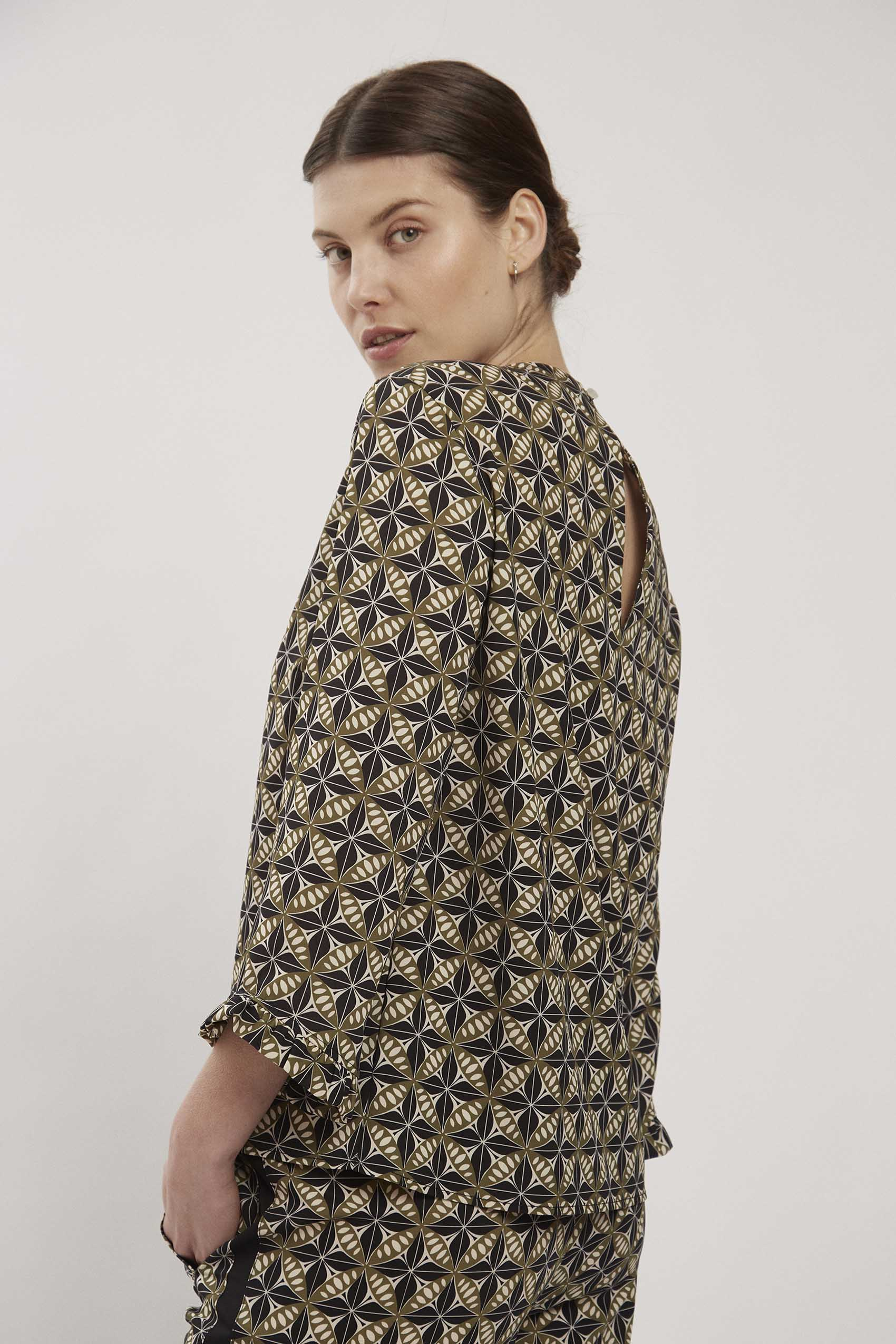 awada_blusa-aaron_43-06-2021__picture-17300