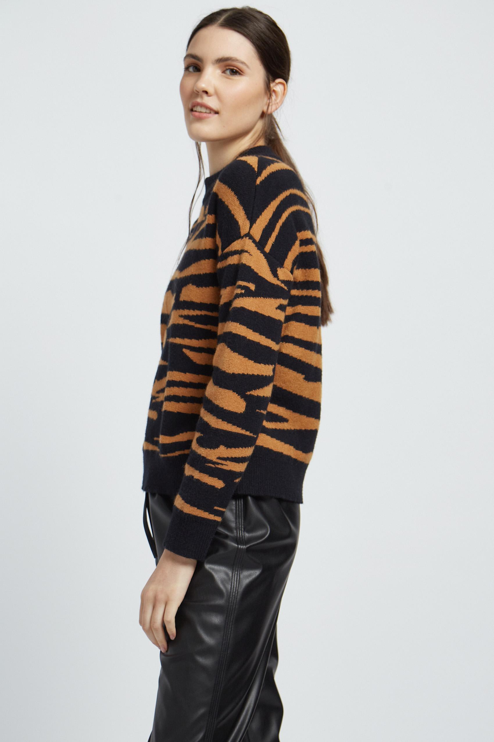 awada_sweater-zebra_47-06-2021__picture-22285